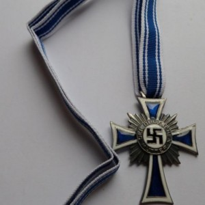 german award HONORARY CROSS OF THE MOTHER'S 4